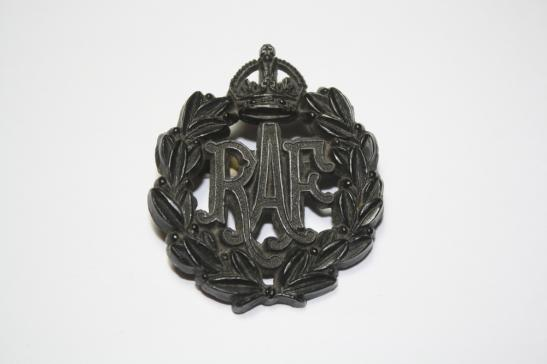 Royal Airforce WW2 Economy Plastic Cap Badge